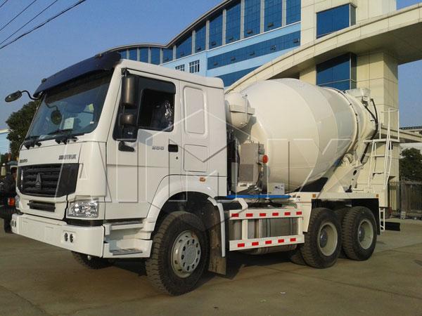 concrete mixing trailer