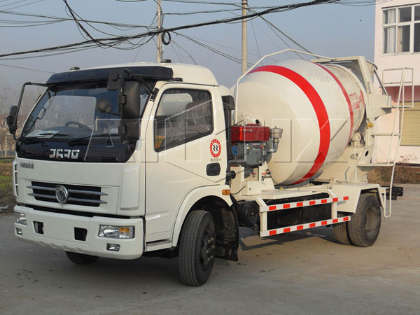<strong>4m³ concrete mixing trailer</strong>