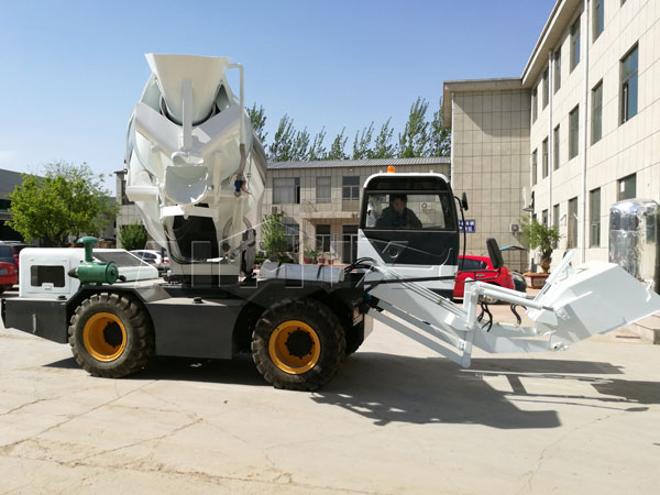 self loading concrete mixer with attractive appearance
